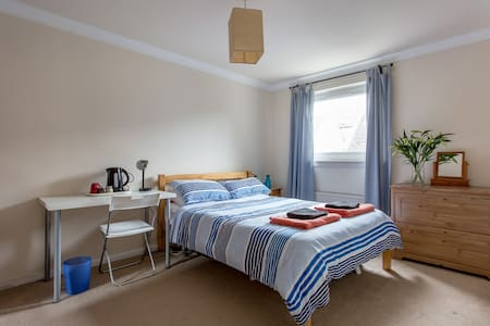 Double room in Leith House (Back) - Talo