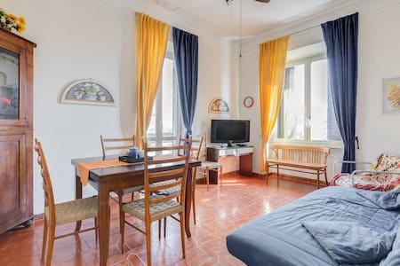 That flat is 700 square feet and it is located in exceptional position on the sea side! The furnished apartment, bright and polished, has just enough space to have a group of people (6).