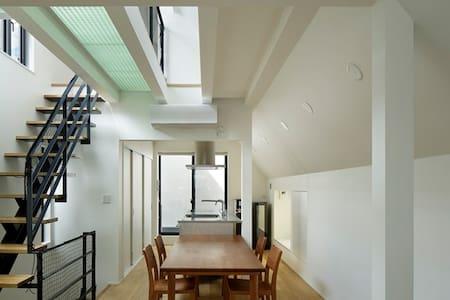 roof balcony house in MinamiAoyama
