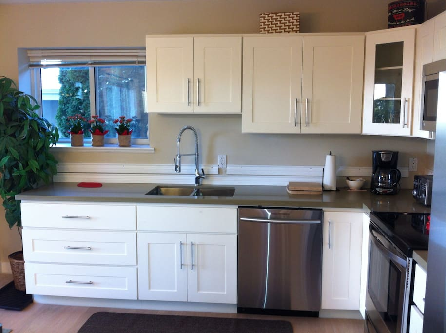 Kitchen is now renovated: stainless steel appliances, quartz countertops