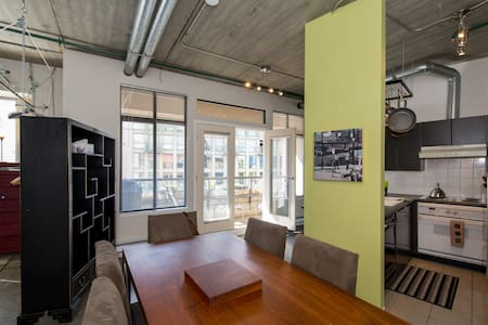 A great loft with high ceilings, in a Heritage building in the heart of Gastown.  All the great restaurants, galleries and shops.  Full kitchen, bathroom and in suite washer and dryer.  You will not be disappointed with this location and apartment.