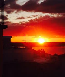 Studio Queen Bed - Sunset View - Altro