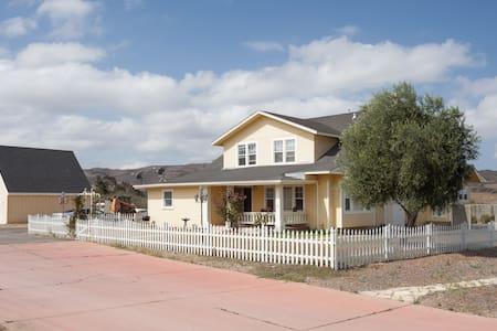Historic Farmhouse on the Ranch - Σπίτι