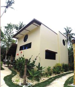 Premier Beachfront Luxury villa - Kapu Tiki Cloud 9, General Luna Surigao del Norte - Villa