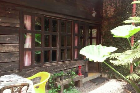 Antigua cabaña de madera mexicana