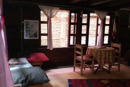 Antigua cabaña de madera mexicana - Stuga