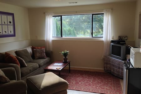 Large private room with private bath separate from the upstairs living space. Private parking, laundry, mini-fridge, microwave, coffee maker, TV, Netflix, & DVD. Near park, close to Airport, city bus route : ).