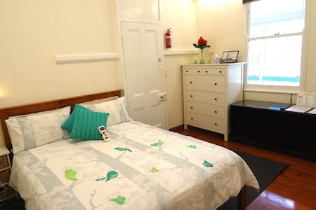 2BR Colonial House Parking Internet