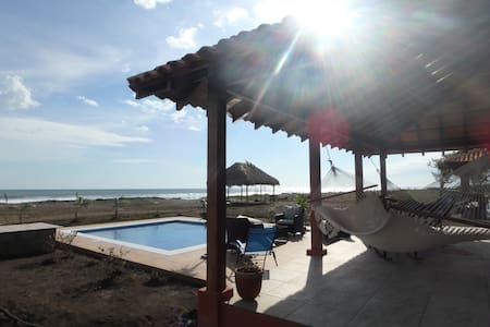 Playa Tesoro 36: Red Casita & Pool - Bungaló