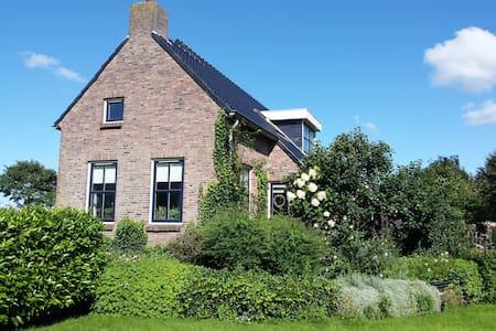 Mooi Groningen, Harkstede, Hoofdweg 83 - Harkstede - Bed & Breakfast
