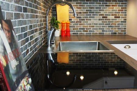 Newly renovated apartment - Sundbyberg - Apartamento