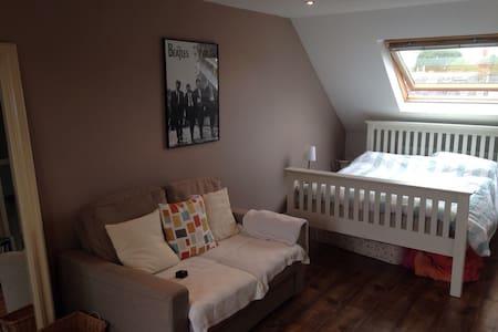 Airy double room near Twickenham