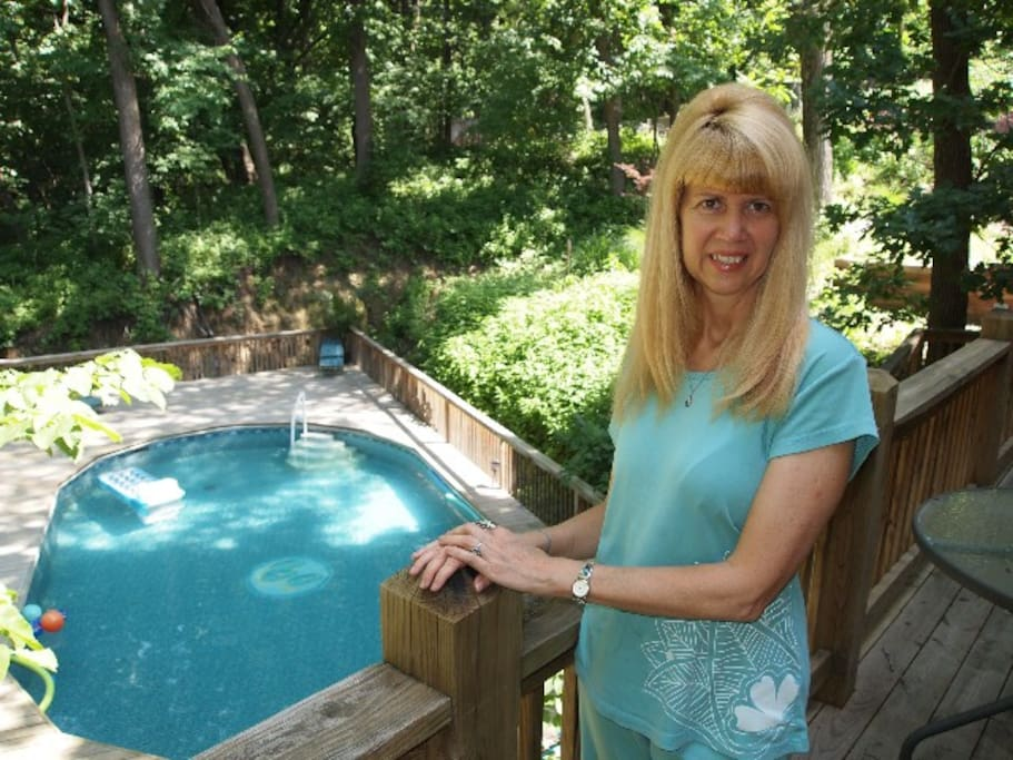 Sophia shares 30+ yrs experience with you as researcher and therapist in Integrative Health and Personal Growth.