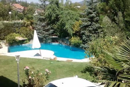 Chalet con piscina. Becerril Sierra - Chalet