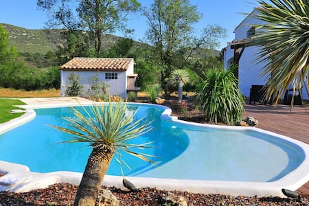 CONFORTABLE VILLA, PISCINE, PLANCHA