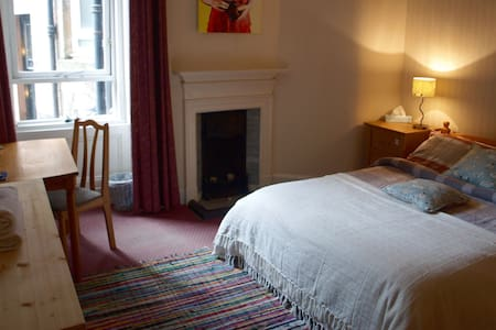 Homely double room in the West End