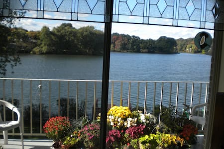 Beautiful Waterfront B and B - Apartament