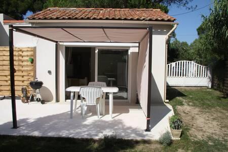 Cabanon provencal avec jardinet - Rumah