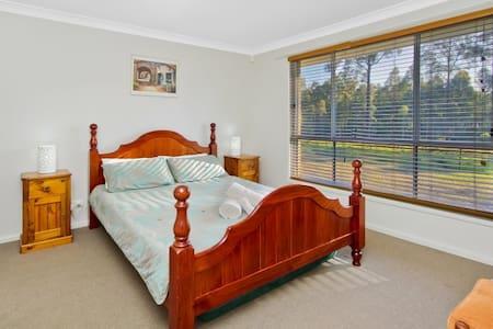 Hunter Valley Blue Wren (sleeps 10) - Lovedale