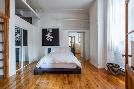 Sunny Old Port/Downtown Loft