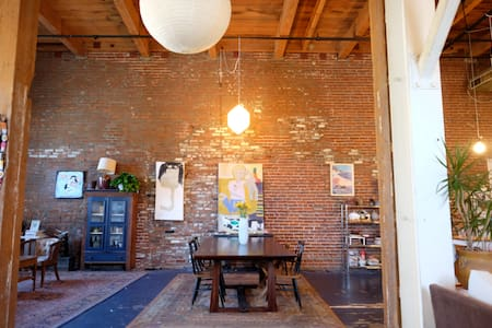 This excentric artist loft In the heart of the Down Town Arts District is the perfect place for you to sleep/eat/work. With a large paint and creation station you can come to creat art of your own.