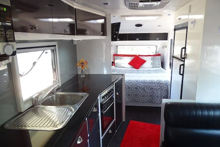 luxury caravan in a rural setting - Camper/RV