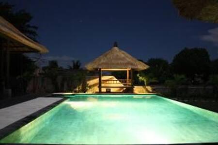 4BR Beachfront Tropical Villa - Seririt - House