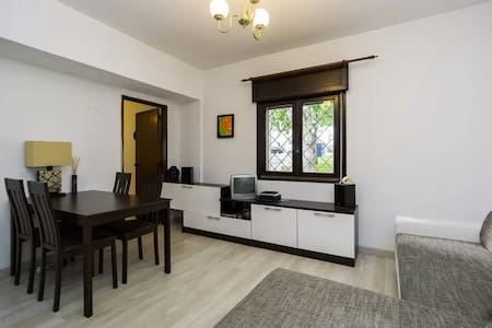 The apartment is situated in the historical part of Cascais. It is walking distance to the central shopping area with bars,beaches museums, parks and train station where the train runs along the coast towards Lisbon. The marina is a 10 min walk full of night life and boat rides.