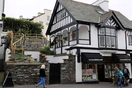 Holland's in the heart of Bowness - Huis