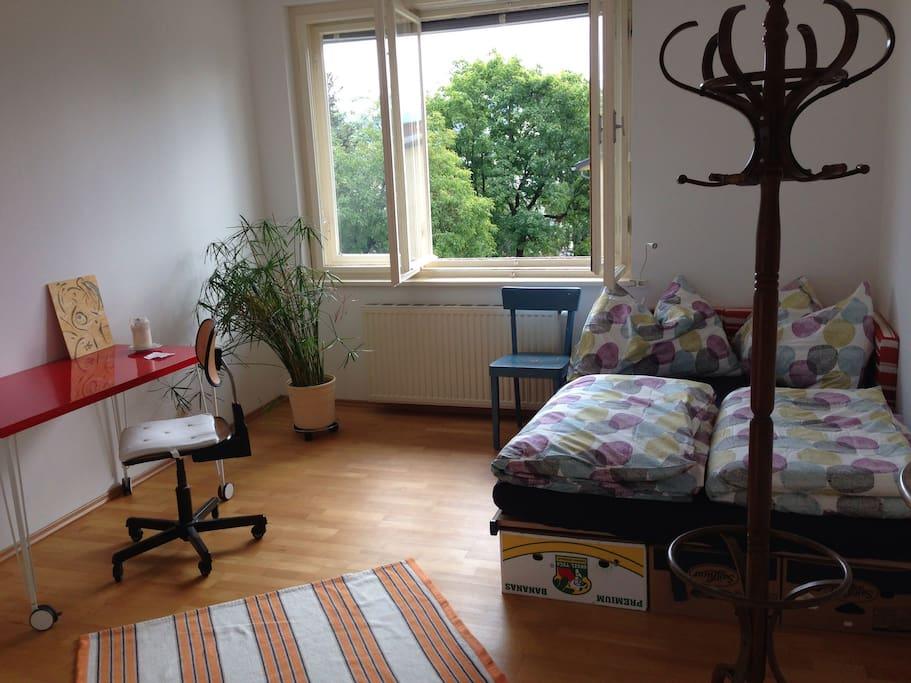 Ruhiges, gemütliches helles Zimmer