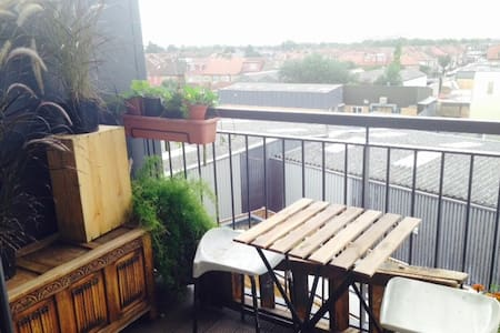 Cool and cozy with great views - Southall