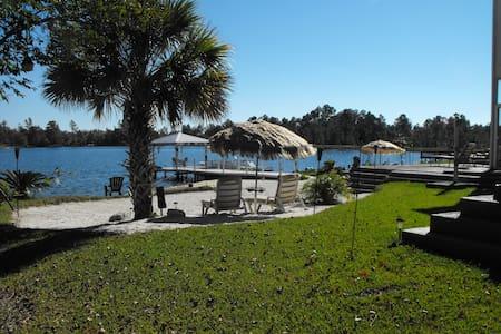 Lakefront Paradise - Casa