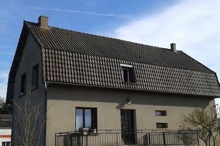 maison familiale avec grand jardin - Auxy - House