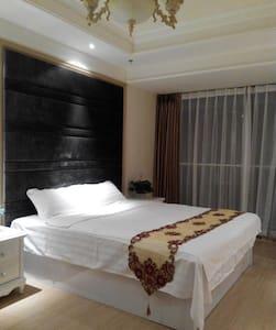 鹏丽南华·泰润国际公寓,49平精品欧式房,紧邻国信体育场、石老人浴场 - Huoneisto