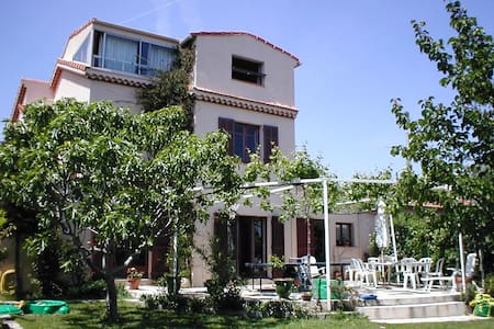 Top 20 antibes villa and bungalow rentals airbnb antibes - Chambre chez l habitant antibes ...