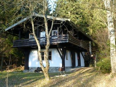 Holzblockhaus im Bayerischen Wald - House