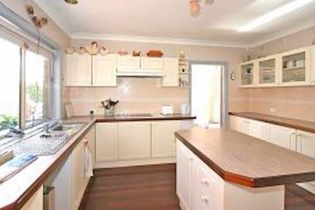 ACT home, Comfy, clean, spacious. - Ev