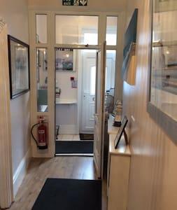 Family en suite room - Whitley Bay - Bed & Breakfast