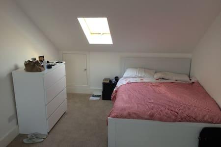 Amazing bedroom in East Ham! - Casa