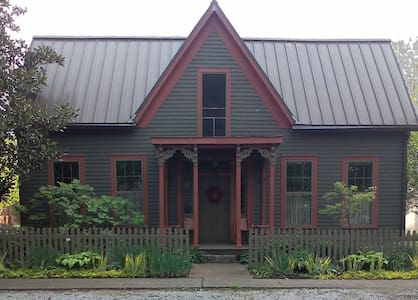 Leather Leaf Inn - New Harmony - Bed & Breakfast