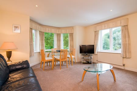 Spacious 2 bed apartment in Cheadle - Apartemen