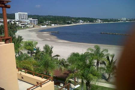Ocean-Beachfront Terrace House - La Cruz de Huanacaxtle