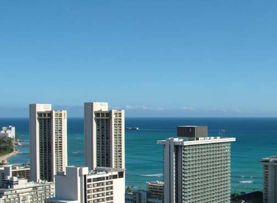 Waikiki, Studio Condo, Near Beach!
