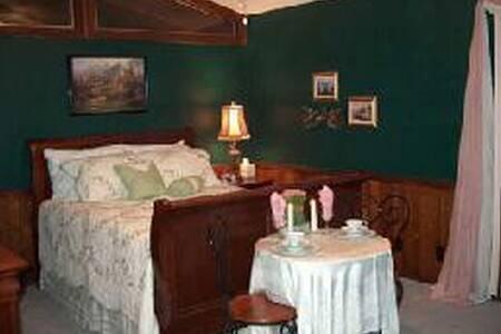 Wakefield Country Inn & Winery - Stuart - Bed & Breakfast