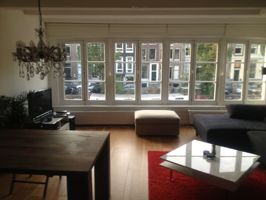 Beautiful canal apartment in center