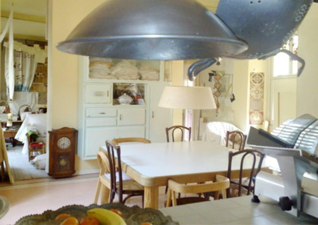 sala da pranzo vista dalla cucina