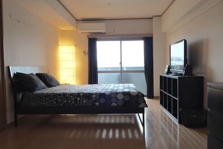 Comfortable and spacious apartment in a brand new building just 3 minutes walk from Hakata Station. Great place for those who want easy access to the attractions of Fukuoka and Kyushu,