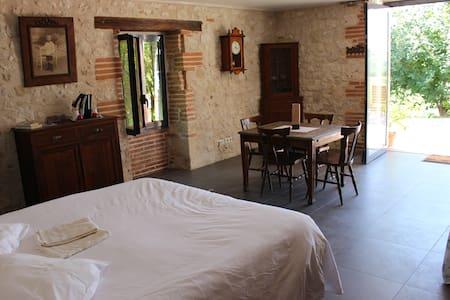 Quercy, confort, espace et calme - Aamiaismajoitus