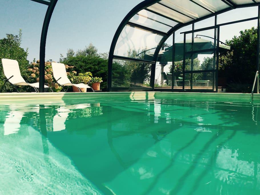 Villa con piscina coperta vivibile tutto l 39 anno villas for Piani lussuosi con piscina coperta