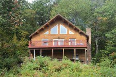 Mountainside Log Cabin w/Lake View - Gilford - Haus